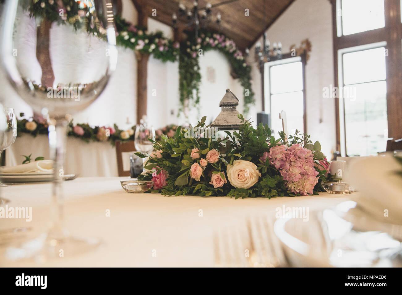 Luxus Hochzeit Dekoration Mit Blumen Und Glas Vasen Und Anzahl Der