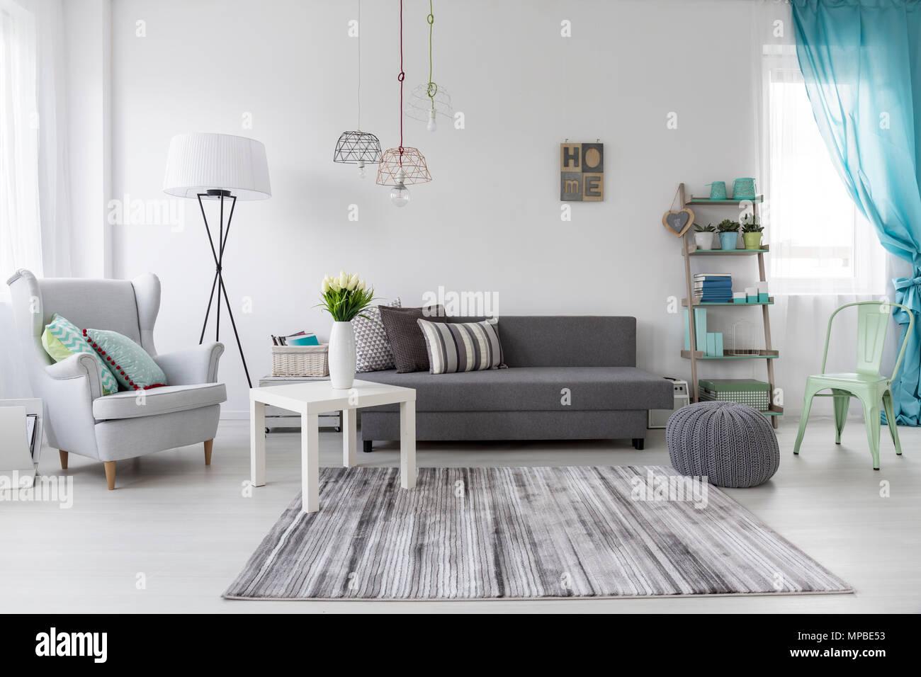 Gemütliche Weibliche Zimmer Interieur Mit Pastell Mint Dekorationen