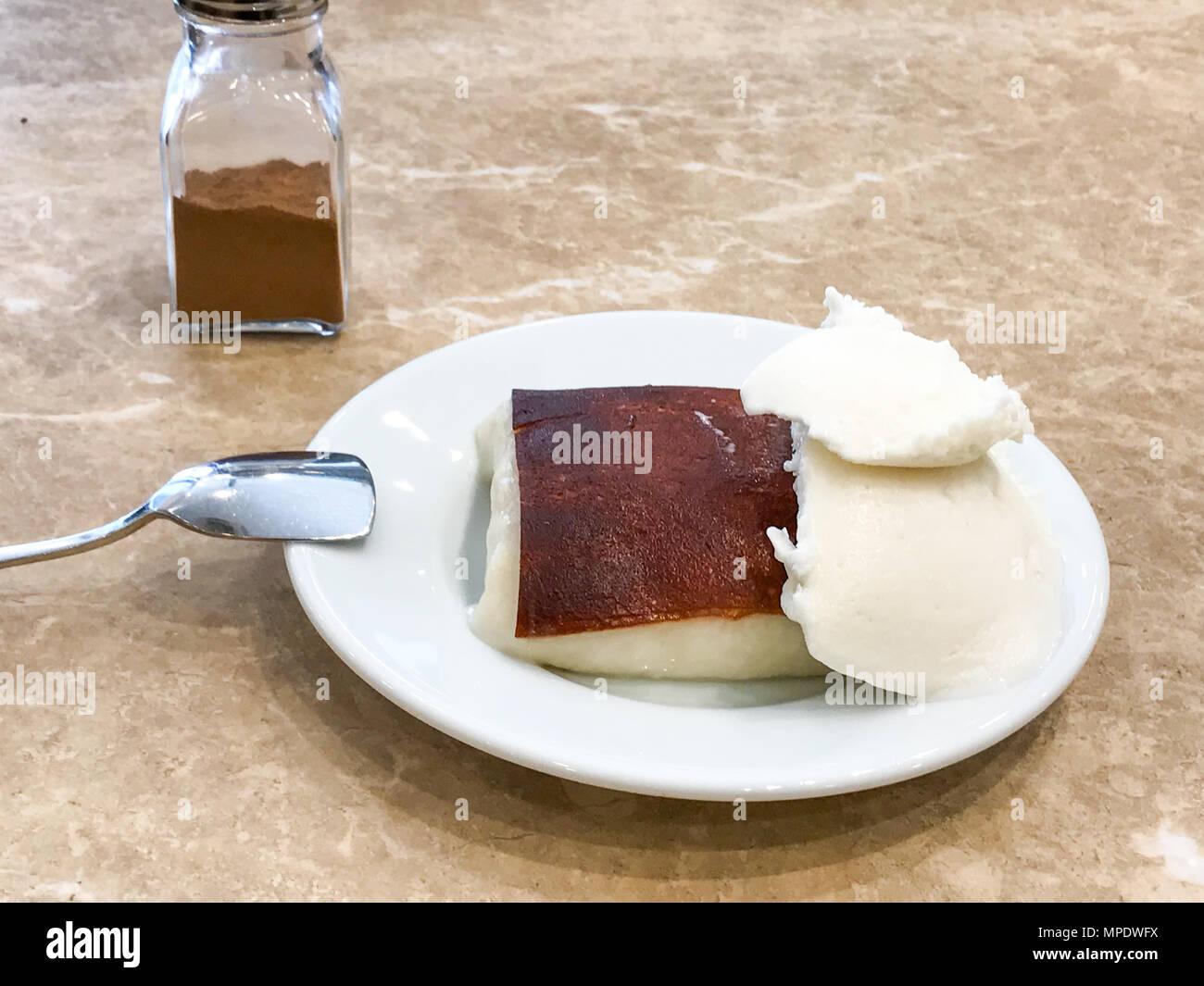 Turkische Milch Gebacken Pudding Kazandibi Mit Eis Und Zimt Dessert