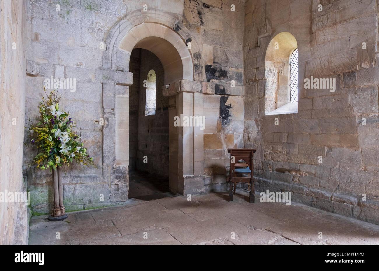 Bradford-on-Avon, Angelsächsische Dorfkirche St. Lawrence, Innenraum, Blick zur chornische Stockbild