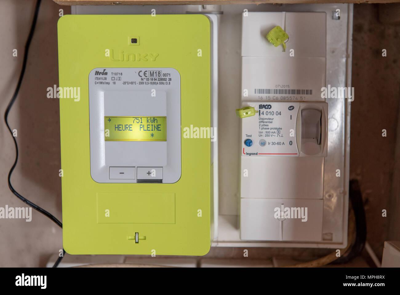 Paris, Frankreich, 04.Mai 2018: Neue intelligente Stromzähler Linky aus dem EFRE (Strom Netzwerk Vertrieb Frankreich) Stockbild