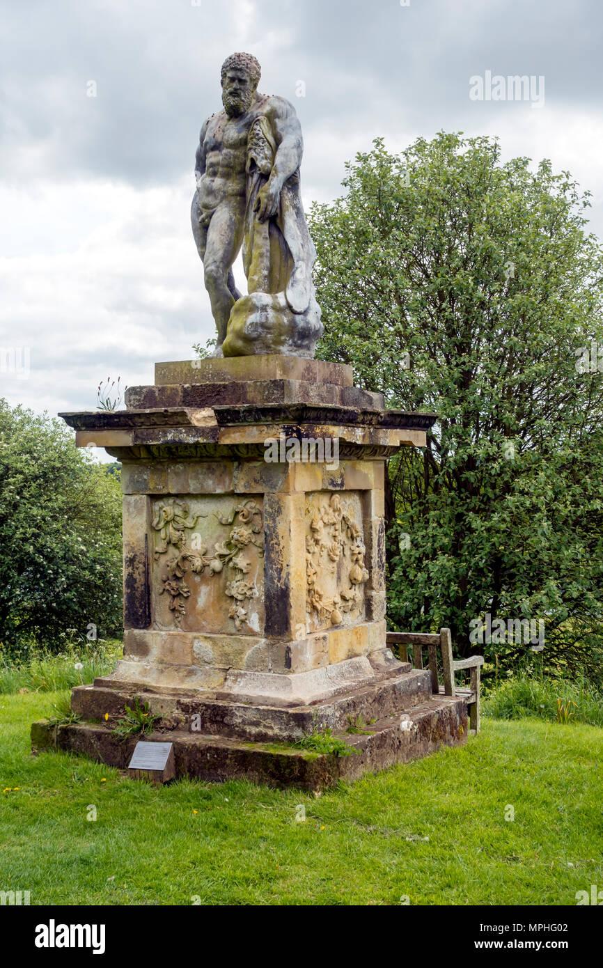 Eine Statue des Herkules Farnese auf Schloss Howard in England ist berühmt für seine große Stärke und die 12 Arbeiten unternahm er Stockbild