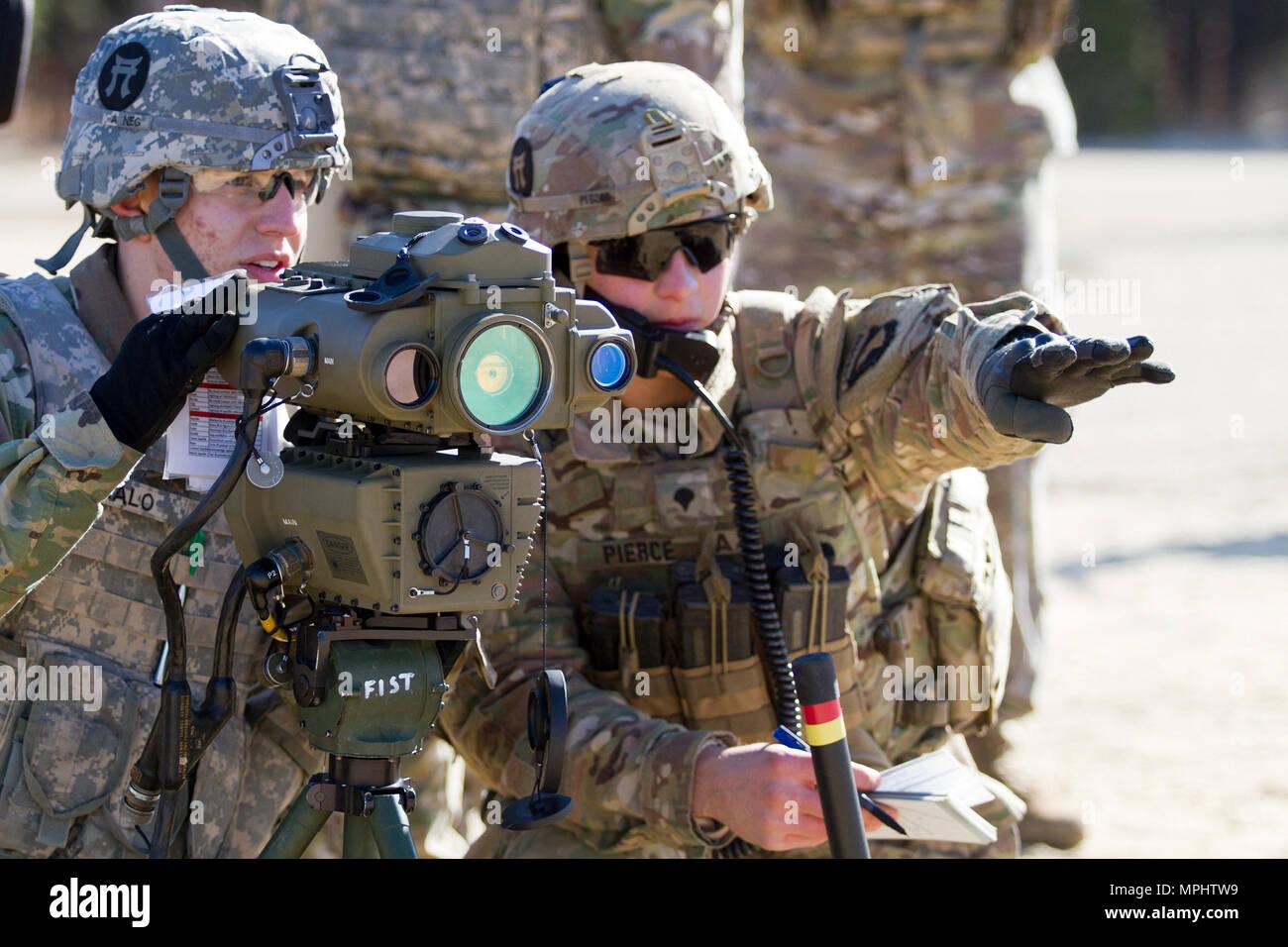 Entfernungsmesser Us Army : Us armee pvt daniel malo ein feuer kontrolliert fachmann mit der