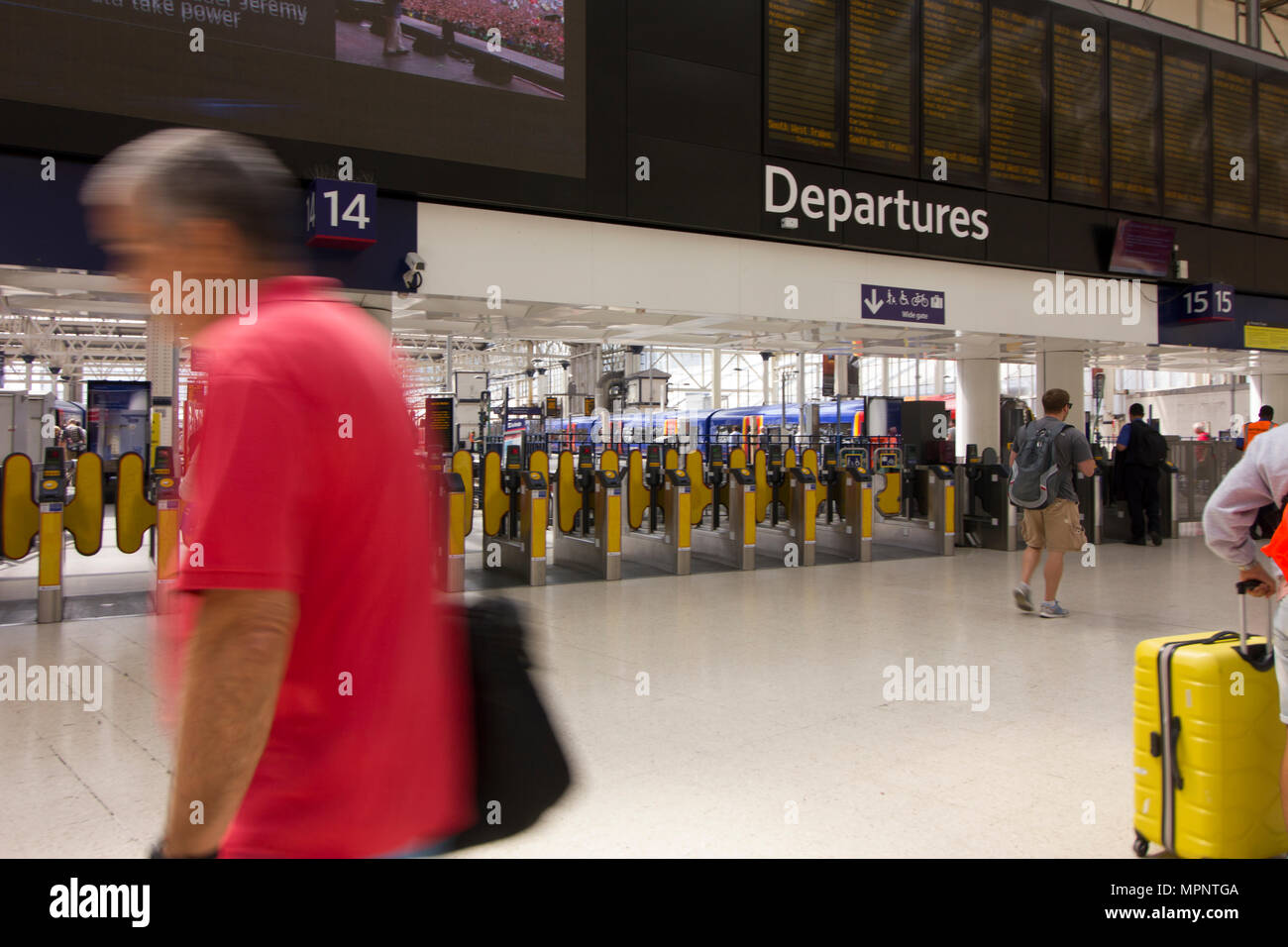 London Waterloo Station Abfahrt Nr. 2 Stockbild