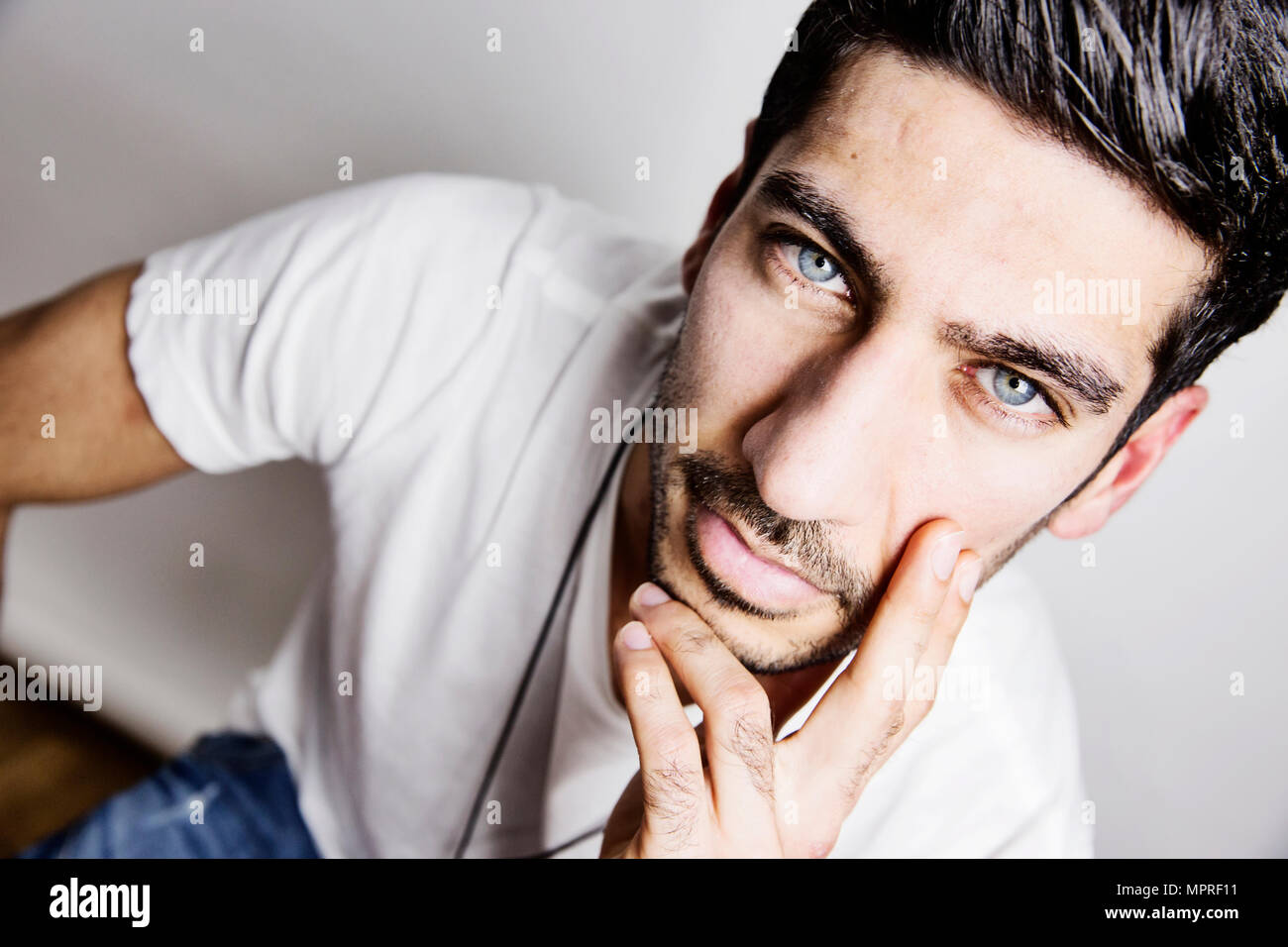 Haare augen mann blaue schwarze Braune Haare