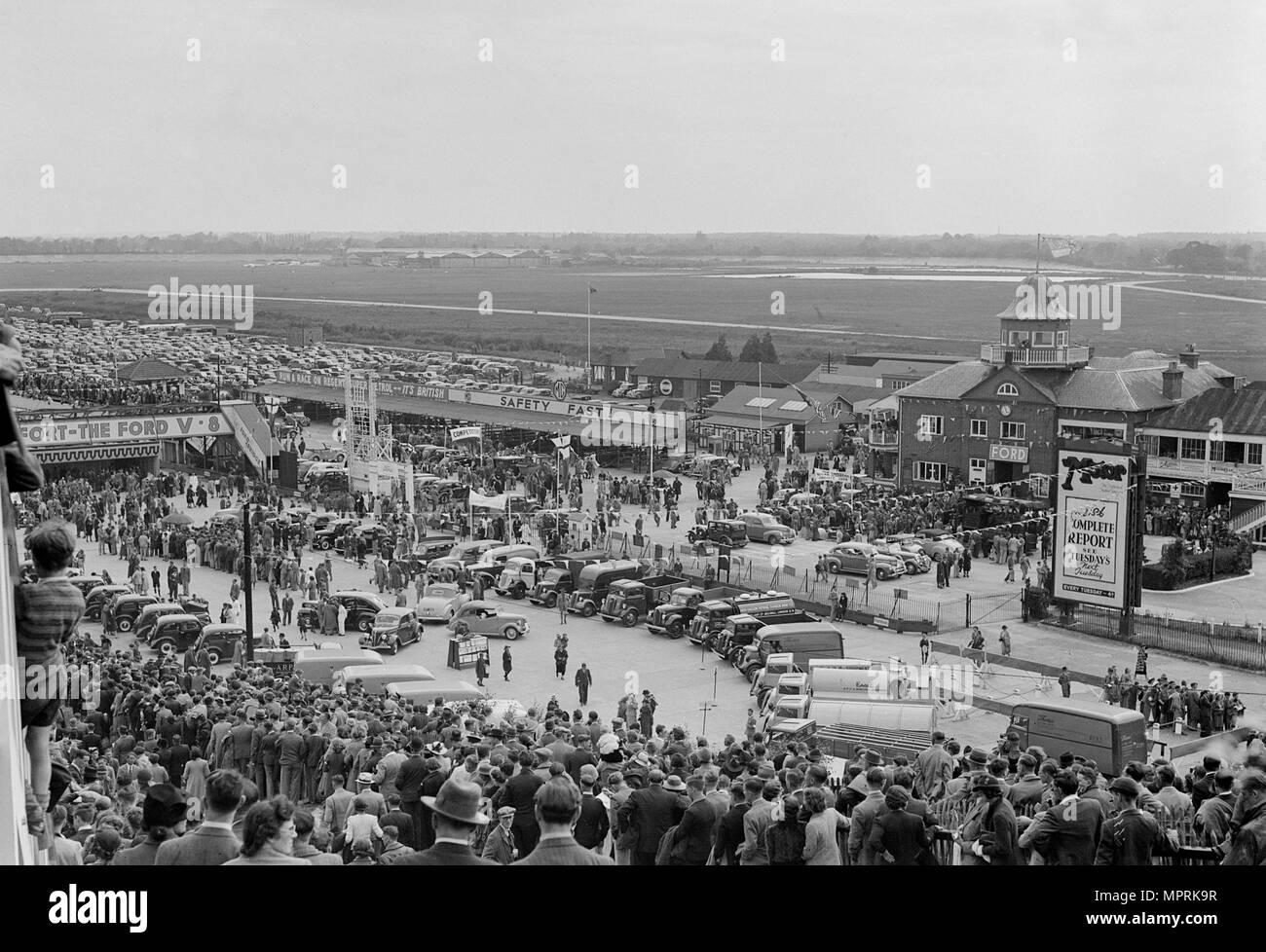 Ford Tag in Brooklands Rennstrecke, Surrey, 1930er Jahre. Artist: Bill Brunell. Stockbild