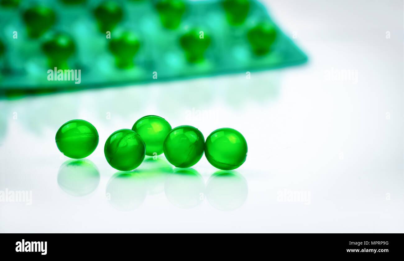 Grüne Runde Weichkapsel Pillen Auf Unscharfen Hintergrund Der