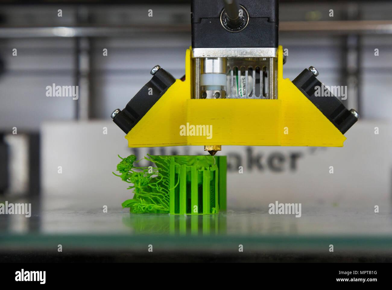 3D/3D-Printing equipment Display; Tag der offenen Tür am National ...