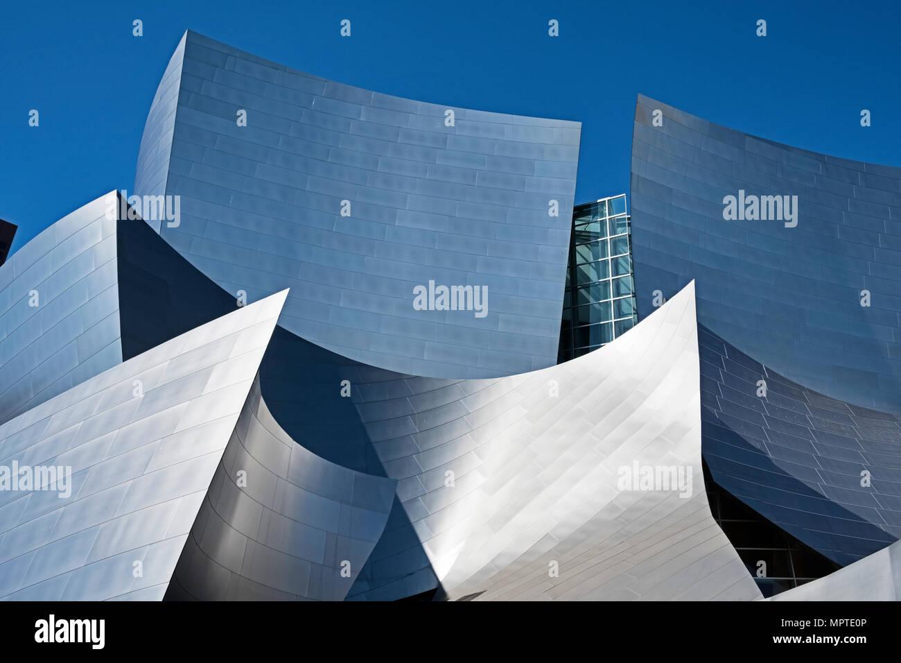 LOS ANGELES, USA - 5. MÄRZ 2018: Der Walt Disney Philharmonie, entworfen von Frank Gehry ist einer modernen Architektur Sehenswürdigkeiten in Los Angeles. Stockfoto
