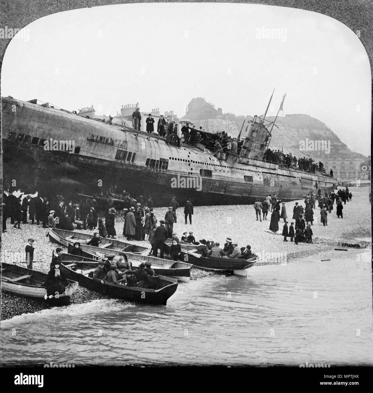 Deutsche U-Boot U-118 an der Hastings Strand, Sussex, 1919. Artist: Unbekannt. Stockbild