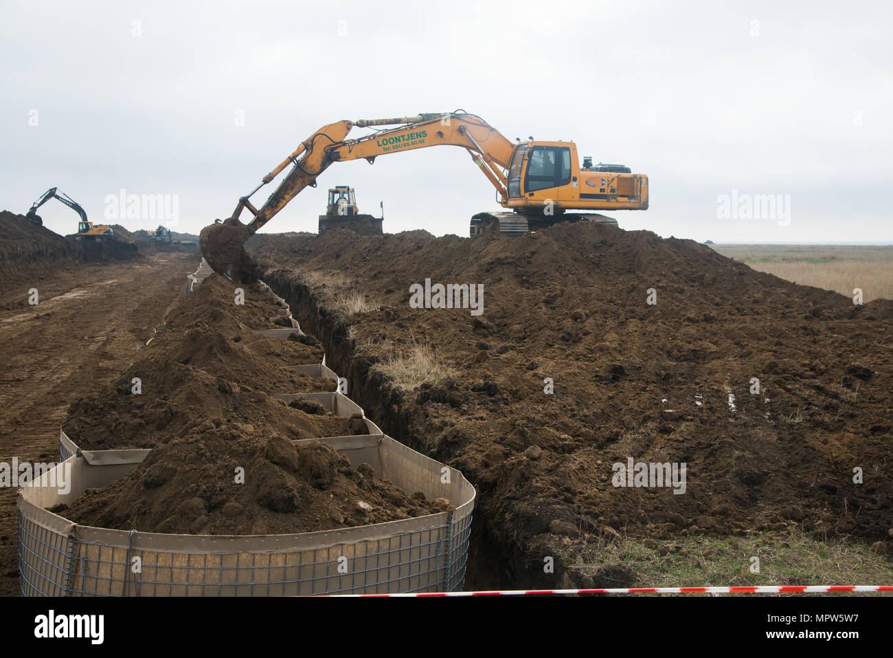 Army Excavator Stockfotos & Army Excavator Bilder - Seite 3 - Alamy