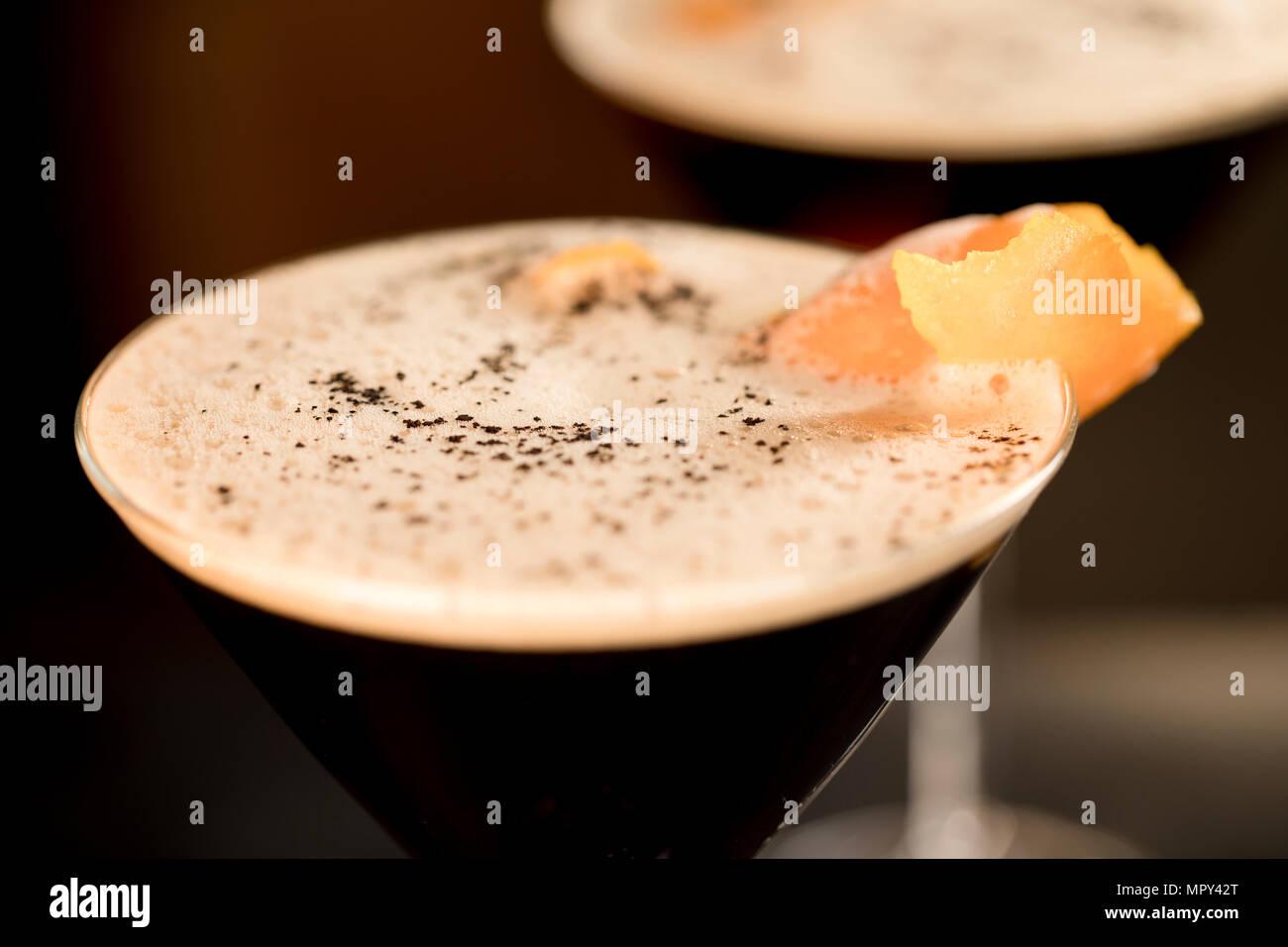 Nahaufnahme der Cocktail in Martini Glas serviert. Stockbild