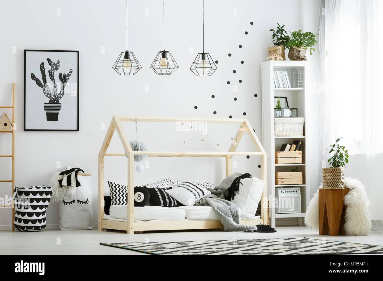 Modern baby Schlafzimmer in Weiß mit Bett, Bücherregal, und ...