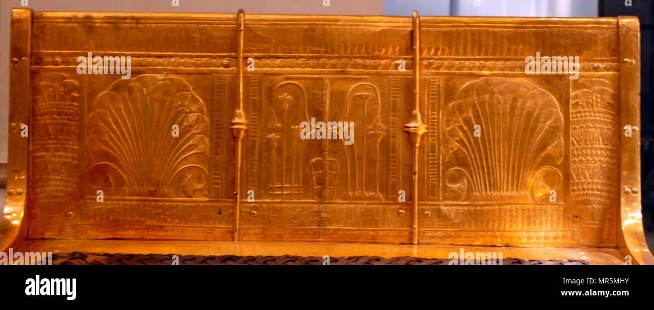 Vergoldetes Bett von König Tutanchamun. 1323 v. Chr Stockfoto, Bild ...