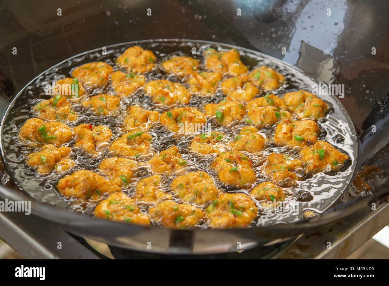 Gebratener Fisch Kuchen In Der Pfanne Thai Food Stockfoto Bild