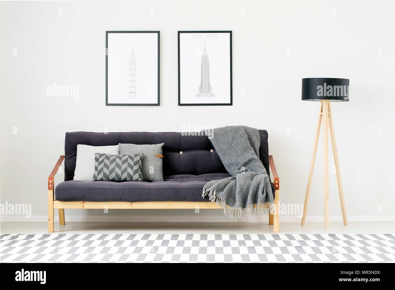 Poster Oben Schwarz Sofa Mit Kissen Und Graue Decke Neben
