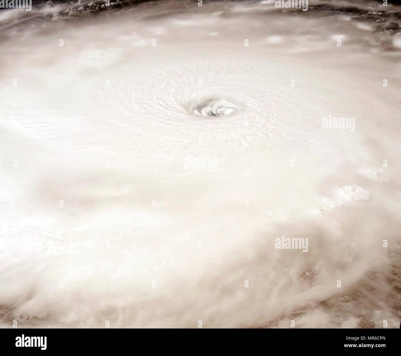 Das Auge des Hurricane Irma, sichtbar von der Internationalen Raumstation umkreist, wie es über die Kategorie 5 Sturm auf Sept. 5, 2017. Stockbild