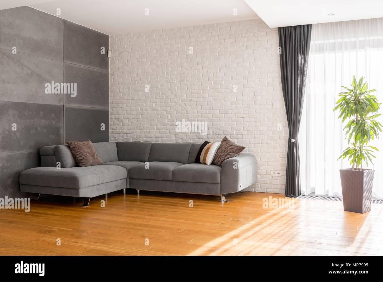 Gemutliche Grau Wohnzimmer Mit Sofa Holz Bodenplatten Werk