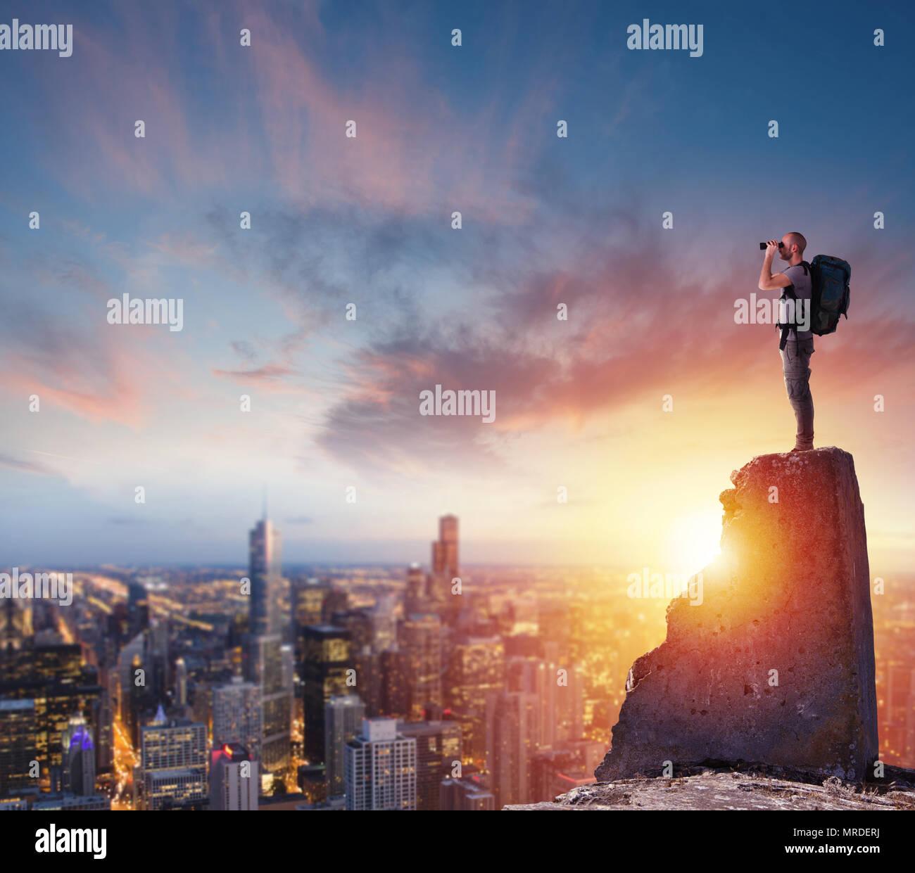 Unternehmer mit Blick auf die Zukunft für neue Geschäftschancen Stockbild