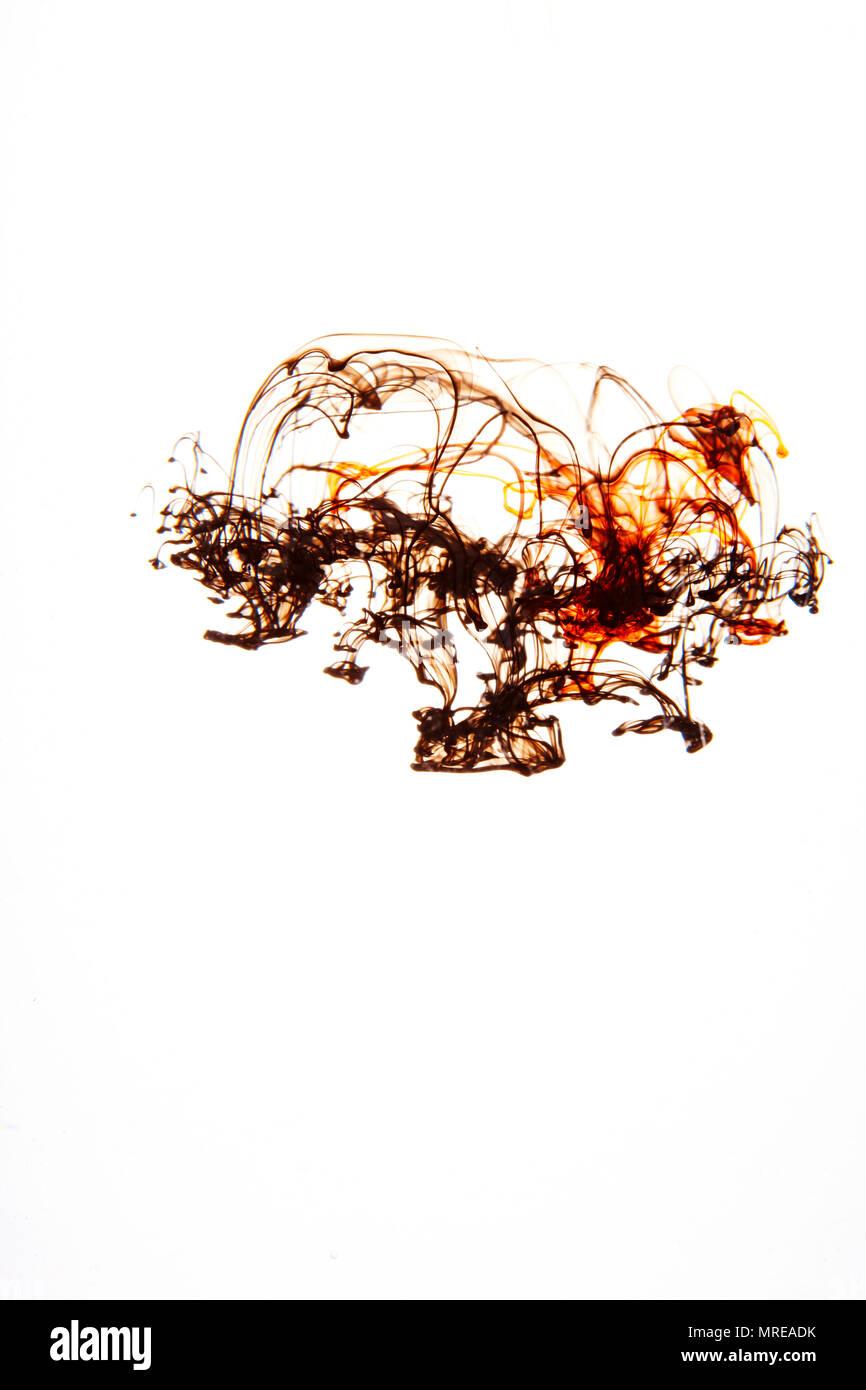 Verschiedene Farben von Tinte breitet sich in Wasser Stockfoto