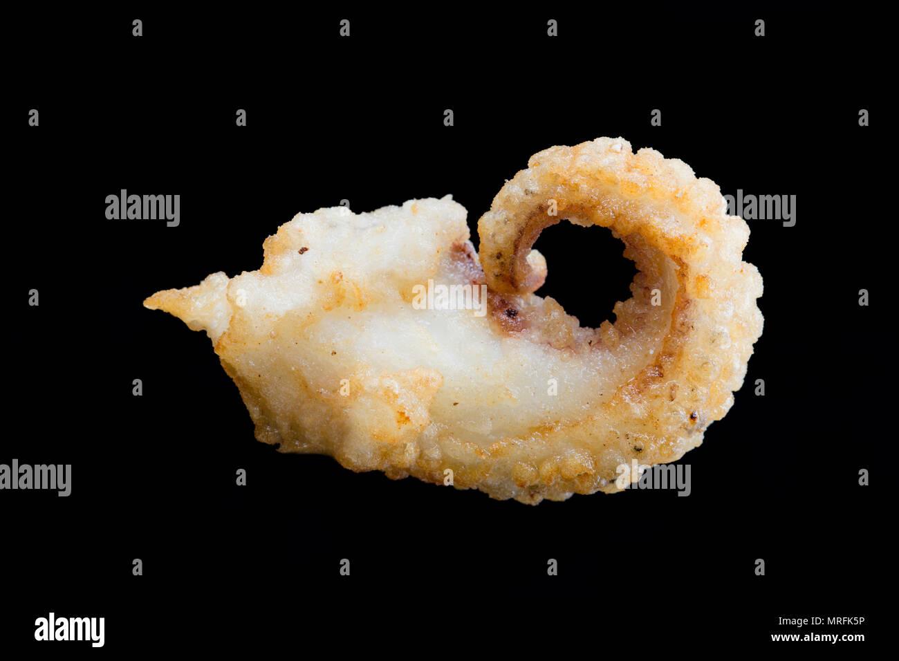 Die Bemehlten und frittierte Tentakel eines Tintenfisch, Sepia officinalis, die in den englischen Kanal, Dorset England UK gefangen wurde. Tintenfisch coa Stockbild