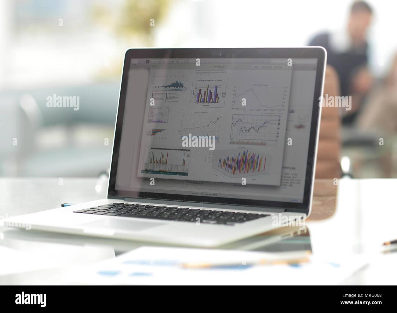 Monitore Auf Dem Desktop In Einem Modernen Buro Geschaft