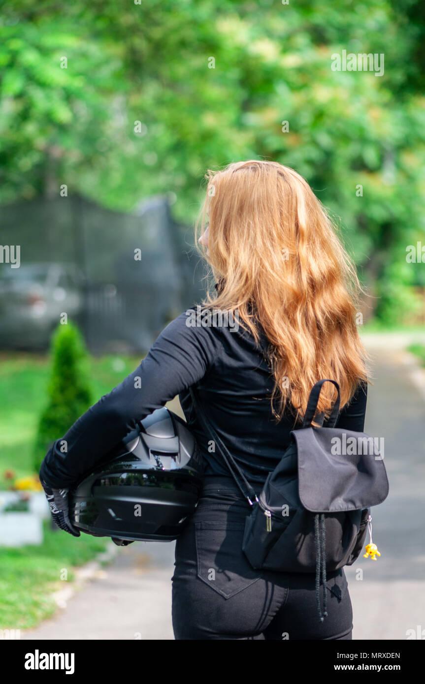 Biker Mädchen Ihren Helm Holding Lange Haare Von Hinten Echte