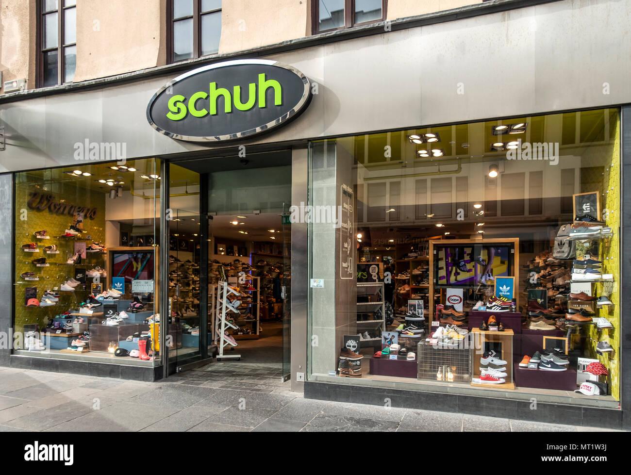 more photos 72d10 231b2 Shop vorne und offene Eingangstür zum Schuh Retail zeigen ...