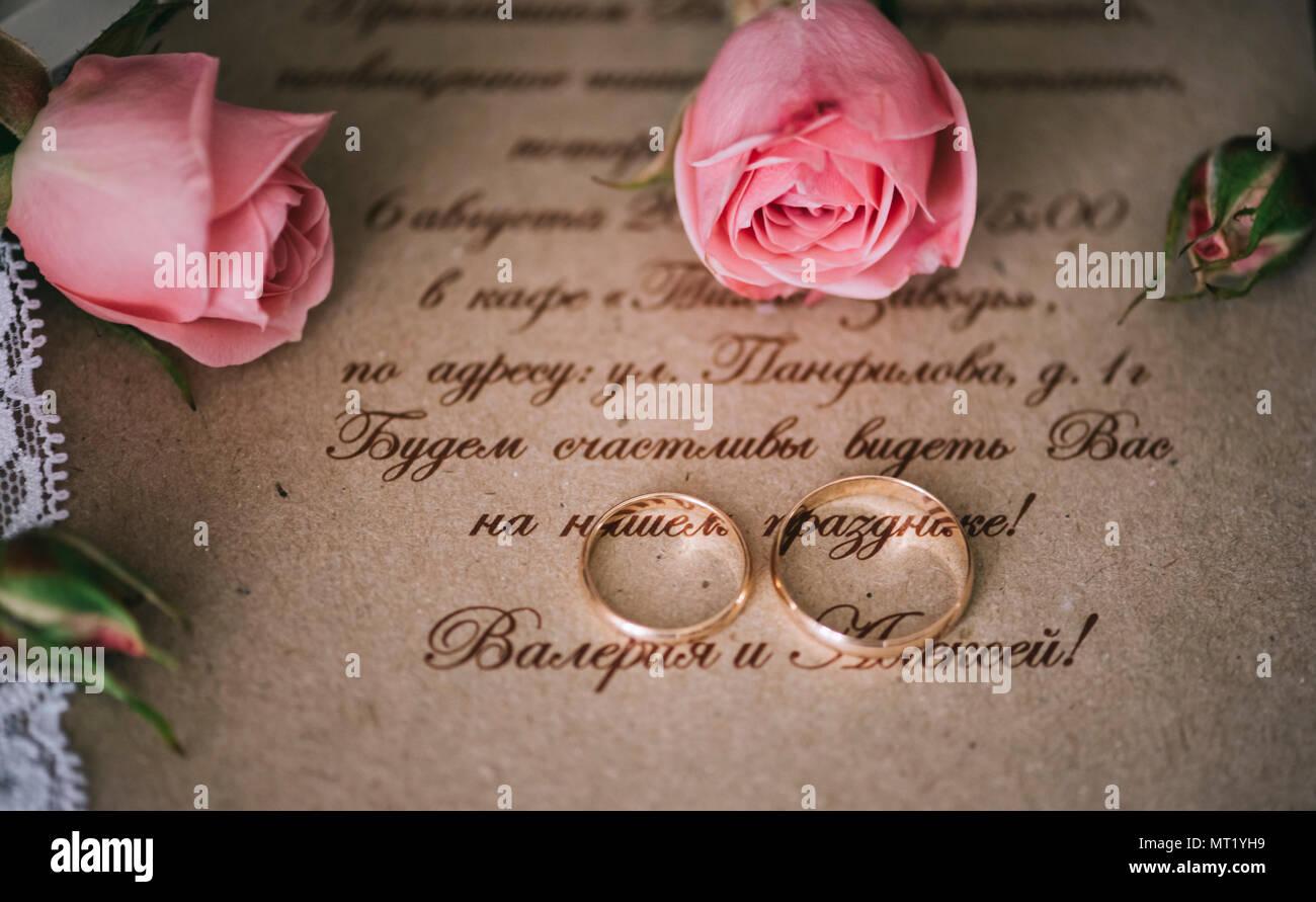 Ein Paar Goldene Hochzeit Ringe Auf Der Hochzeit Einladungskarte Mit