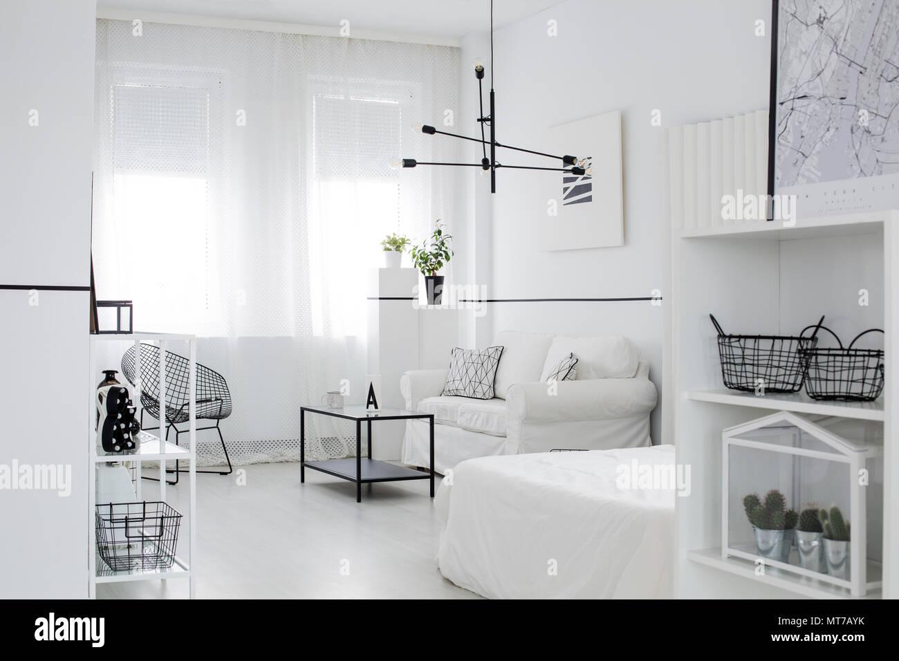 Im Skandinavischen Stil Wohnzimmer Interieur Mit Windows Schwarze