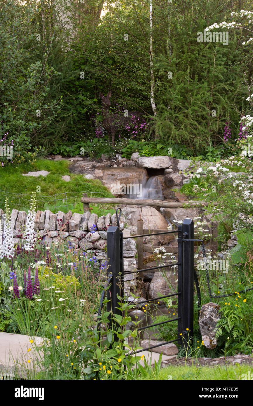 eine fließende beck und metal gate der willkommen in yorkshire