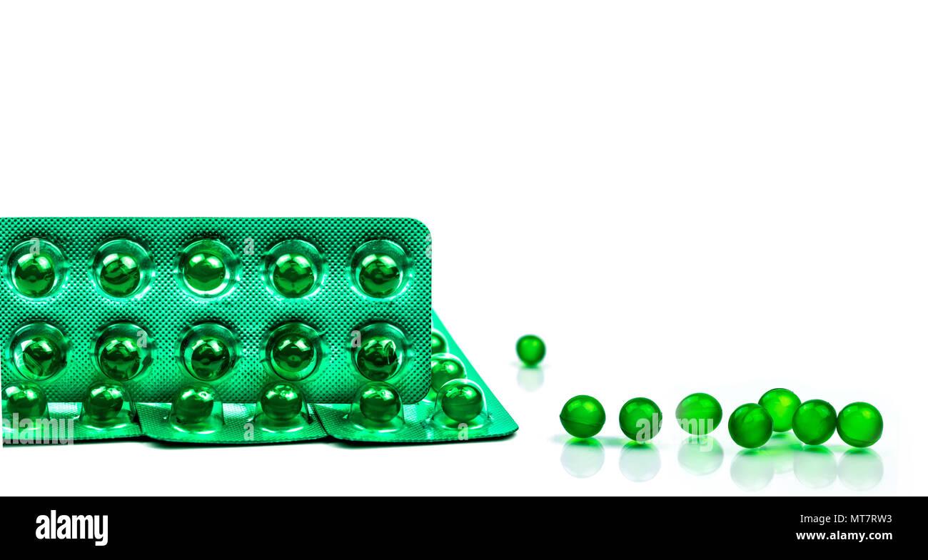 Grüne Runde Weichkapsel Pillen Auf Weißem Hintergrund Mit Kopie Raum