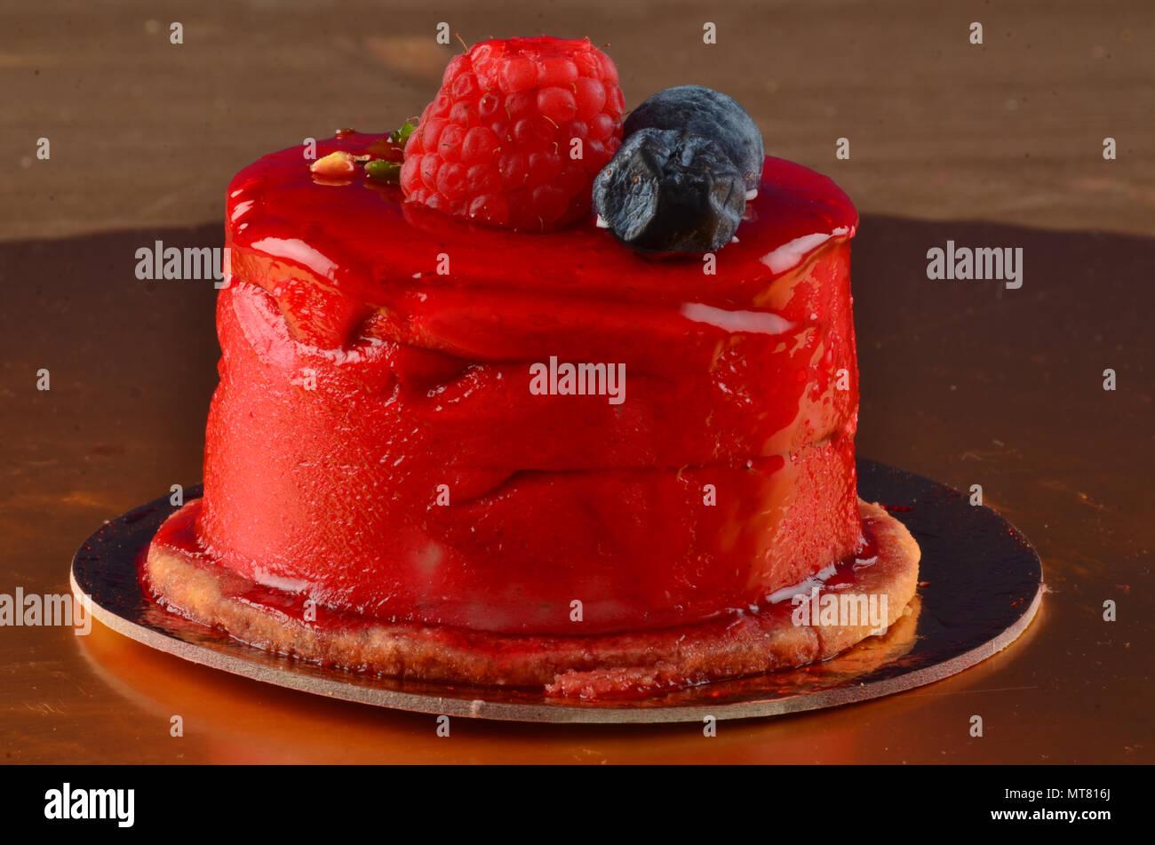 Schonen Kuchen Mit Rot Glanzende Glasur In Einem Restaurant