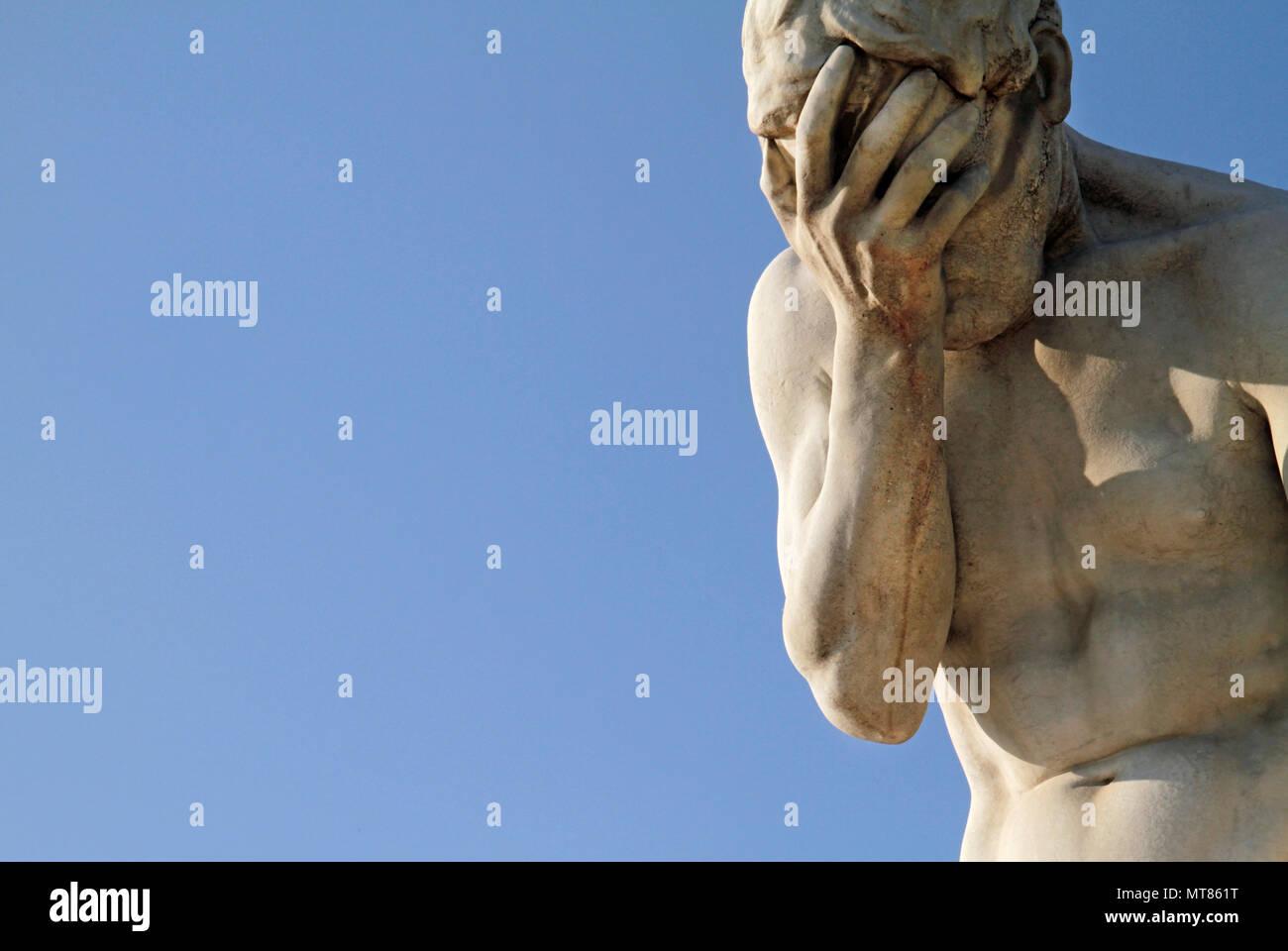Facepalm Statue - Traurigkeit, Ungläubigkeit, Depression, Kopfschmerzen Stockbild
