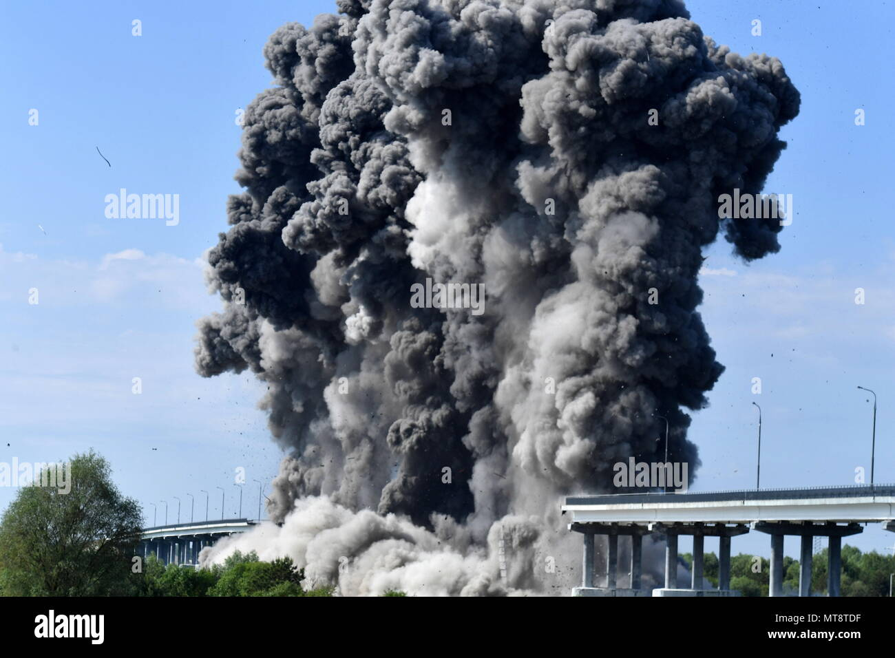 Controlled Explosion Stockfotos & Controlled Explosion Bilder - Alamy