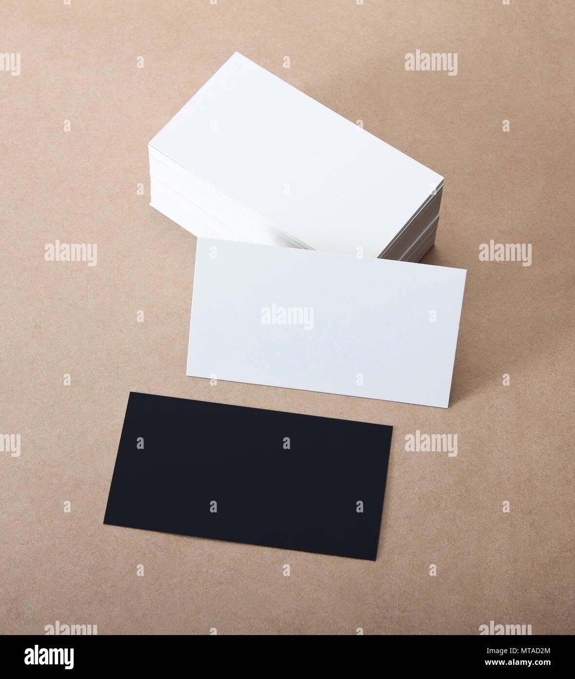 Schwarze Und Weiße Leere Visitenkarten Auf Handwerk