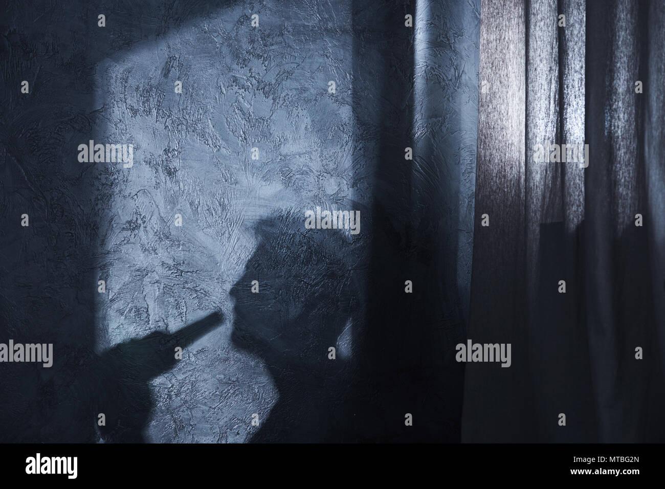 Schatten des trinkenden Mann auf der Mauer Stockbild