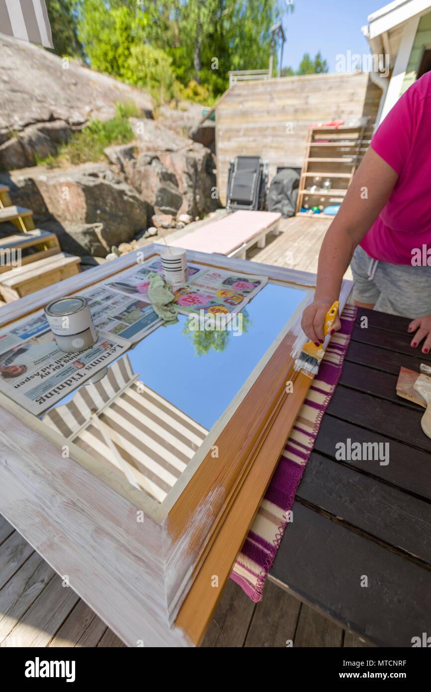 Erwachsene Frau Im Freien Auf Der Terrasse Tun Diy Und Malerei Eine