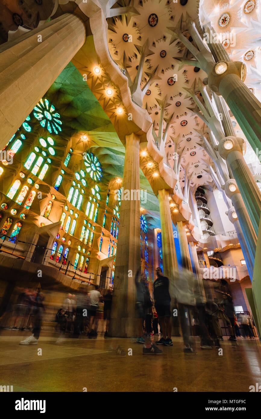 BARCELONA, SPANIEN - 25 April 2018: La Sagrada Familia - Dekoration der beeindruckenden Kathedrale von Gaudí, die geplant im Jahr 2026 fertig entwickelt. Stockbild