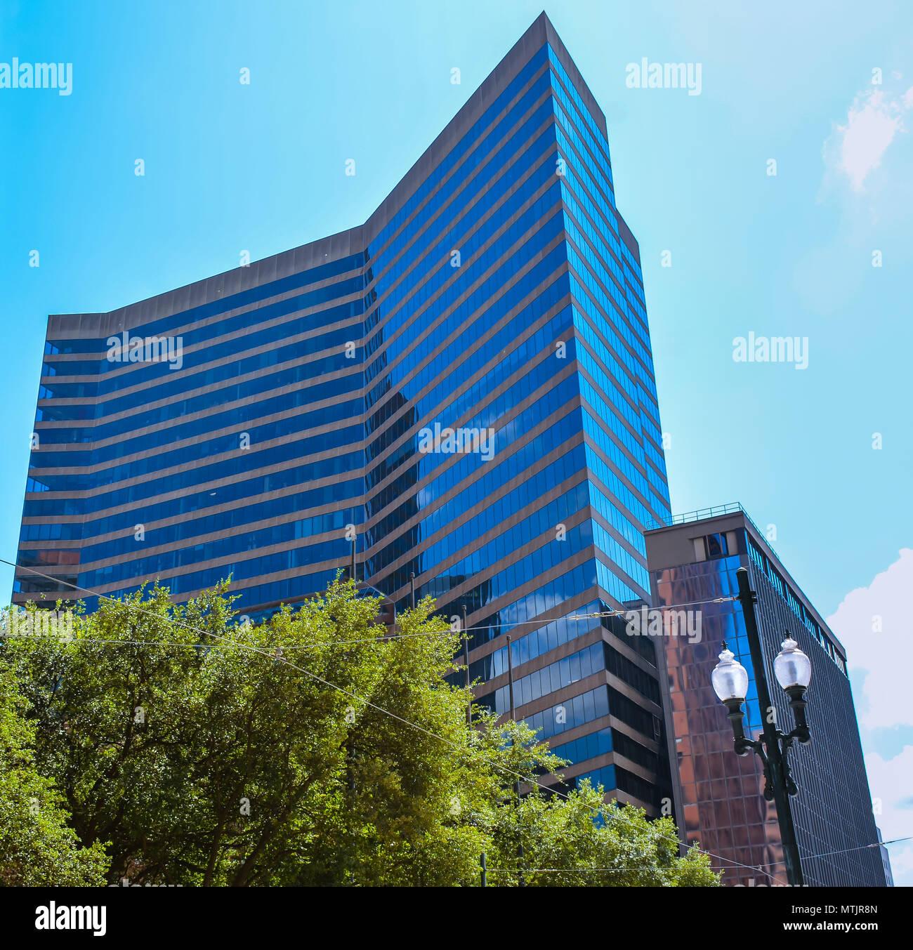 New Orleans, LA - 19.09.24, 2017: poydras Center - es ist ein schlankes, eckig Glas, Klasse-A-Office Tower. Stockbild