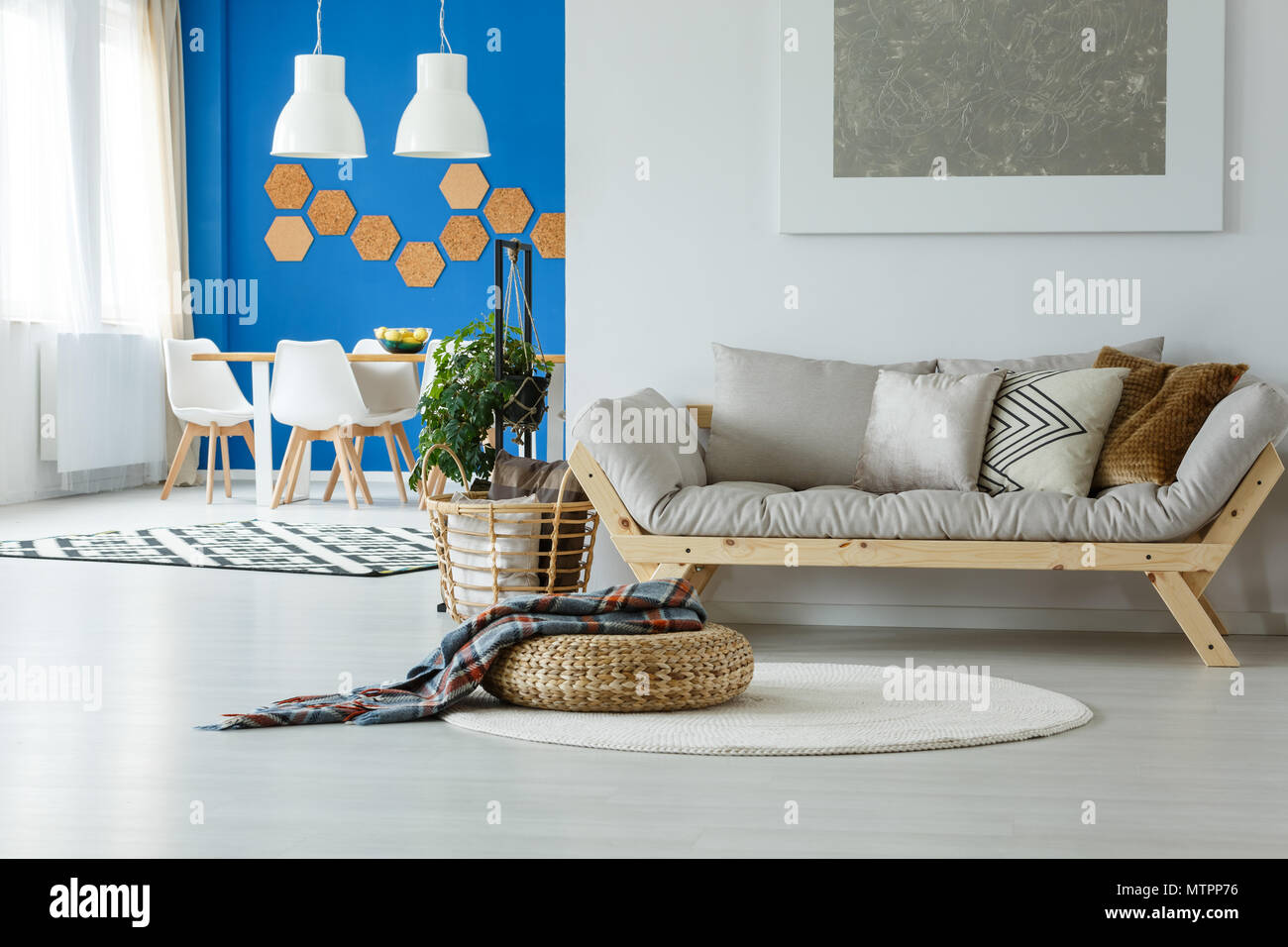 Design Blauen Und Einfache Mit Moderne Weißen Wohnung OTPZwkXiu