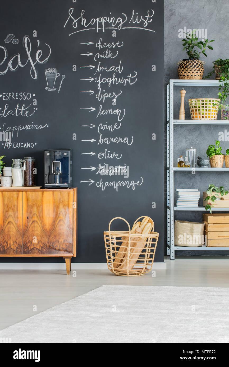 Kreative Tafel an der Wand in der Küche Stockfoto, Bild ...
