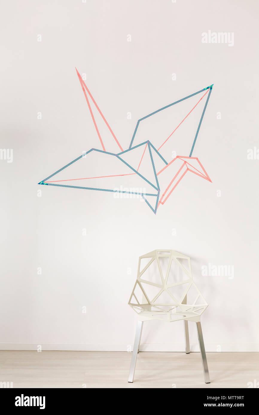 Moderne Zeitgenssische Idee Stockfotos Schema Of Origami Mobile Crane 2 Groe Gre Vogel Auf Der Weien Wand Stockbild