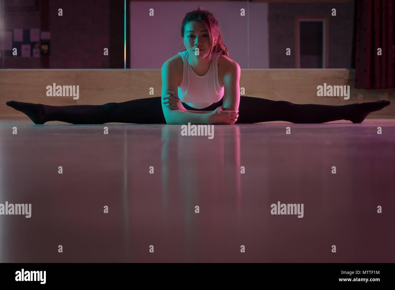 Tänzerin Training in Dance Studio Stockbild