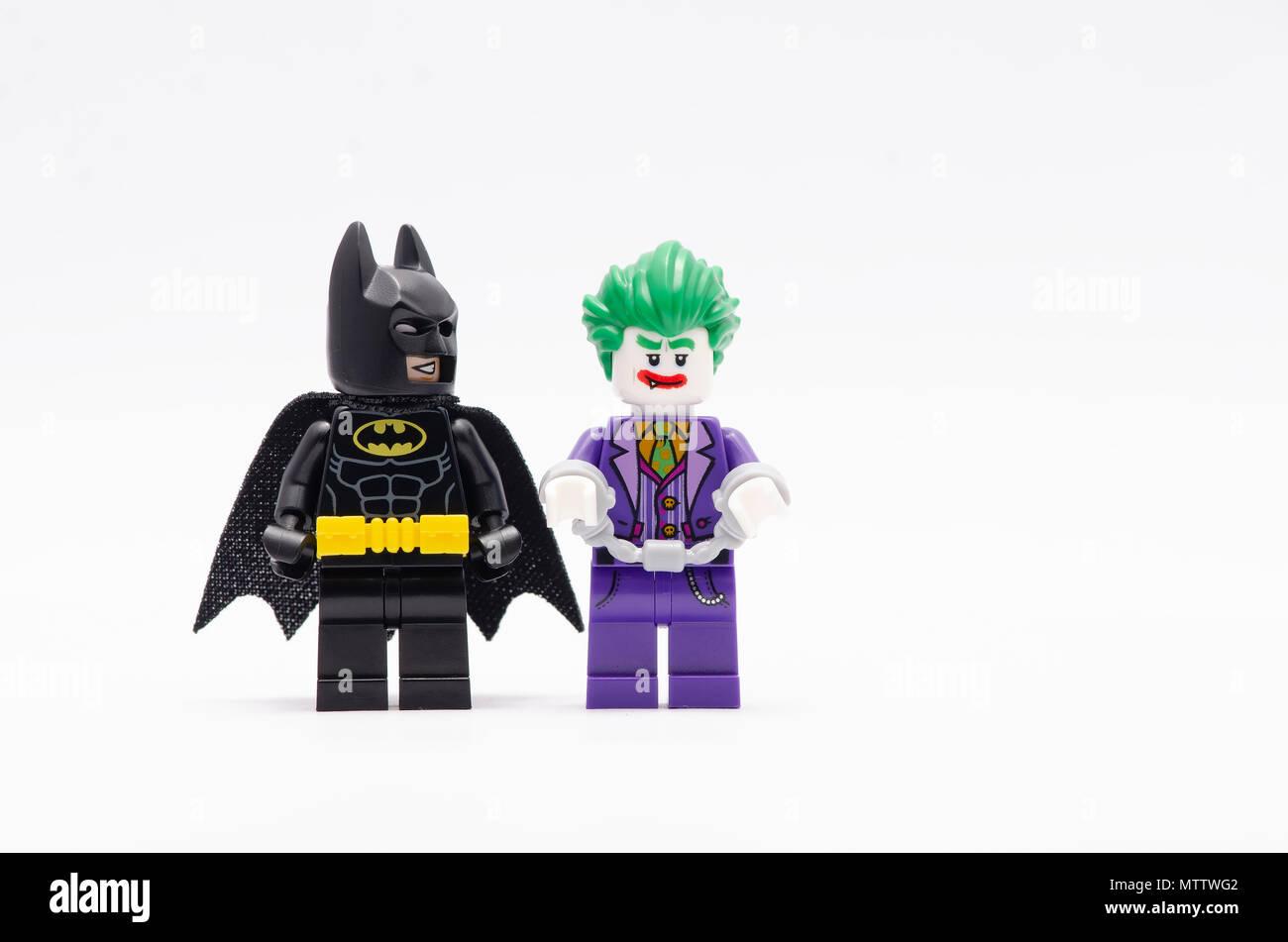 mini bild von batman und joker mit handschellen lego. Black Bedroom Furniture Sets. Home Design Ideas