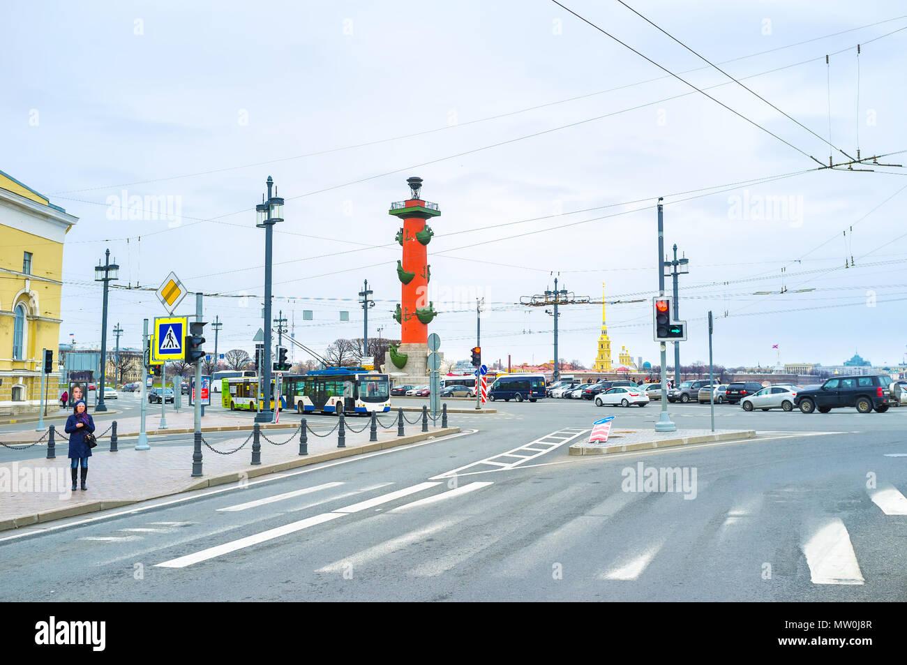 Sankt Petersburg, Russland - 26 April 2015: Die städtische Szene der Querstrasse auf der Insel Vasilyevsky, die am 26. April in St. Petersburg Stockfoto