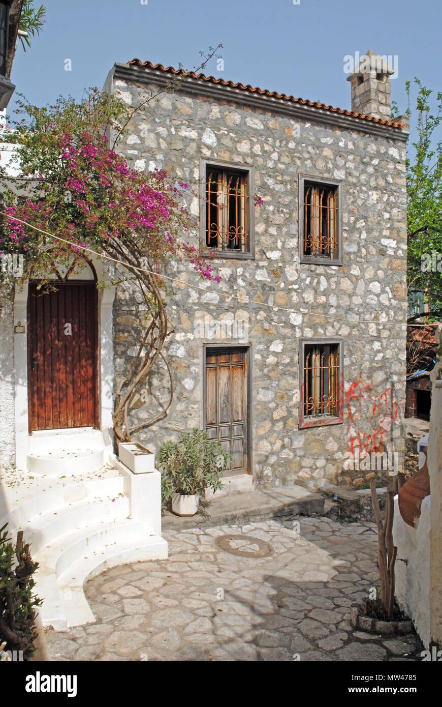Traditionelle Mediterrane Hauser Und Engen Gassen In Der