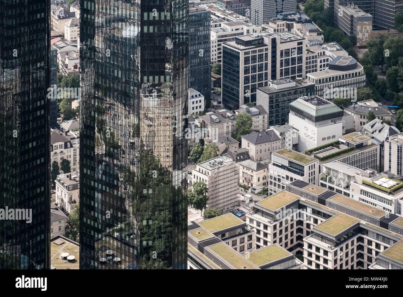 Luftbild von Frankfurt am Main, Deutschland, mit der Deutschen Bank Twin Towers und Umgebung Westend. Stockbild