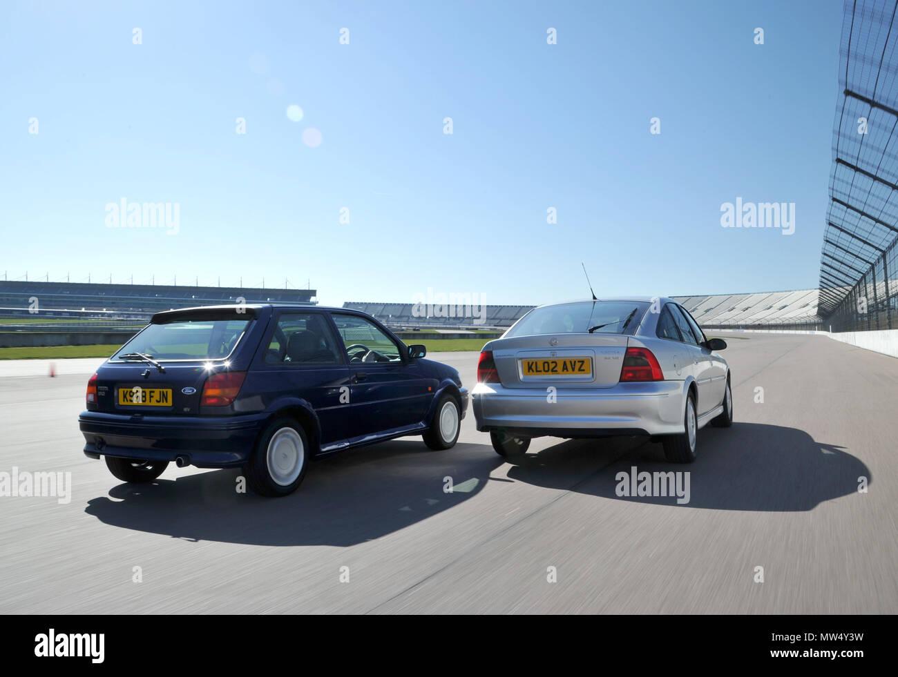 Mk3 Ford Fiesta XR2 und Mk1 Opel Vectra Stockbild