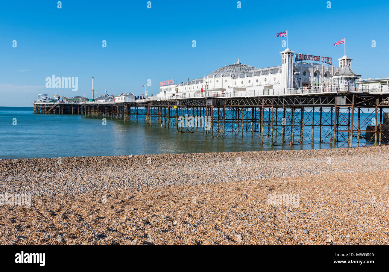 Brighton Pier am Morgen vor Menschen in Brighton, East Sussex, England, UK. Stockbild